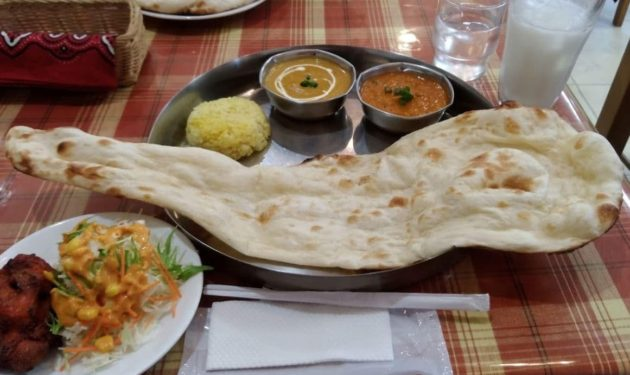 インド料理屋エベレストのナンとカレー