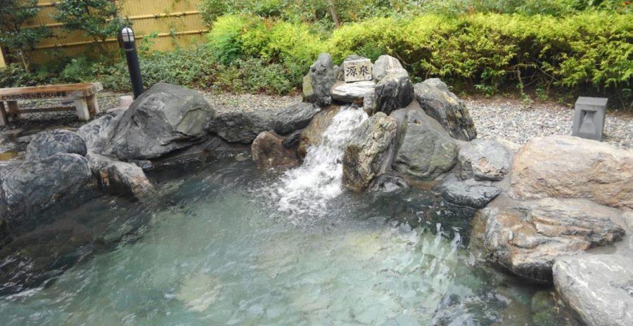 梵天の湯の露天風呂