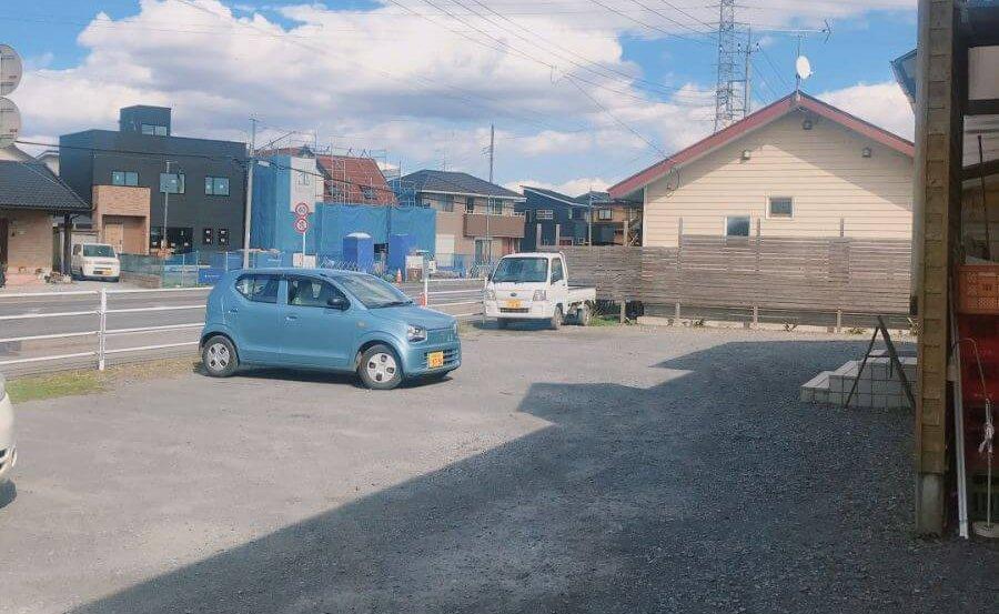 あたりやの駐車場