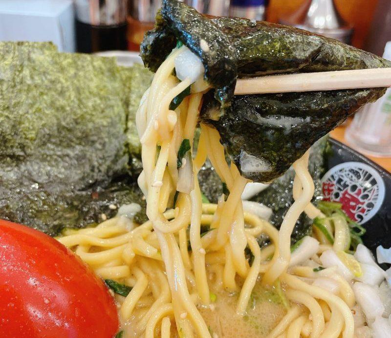 麺を海苔で巻く