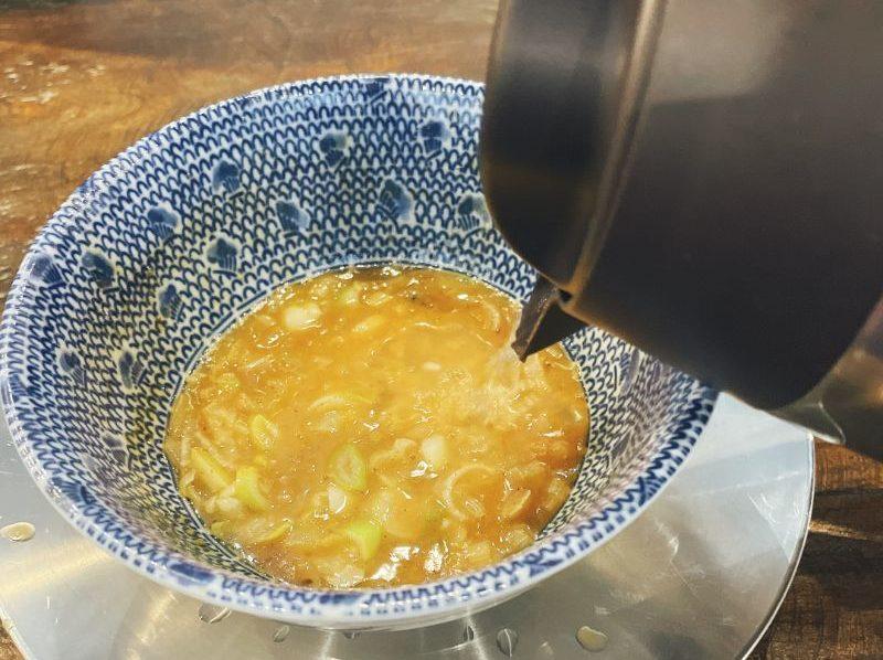 割りスープをスープに入れる